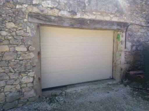 porte de garage en aluminium