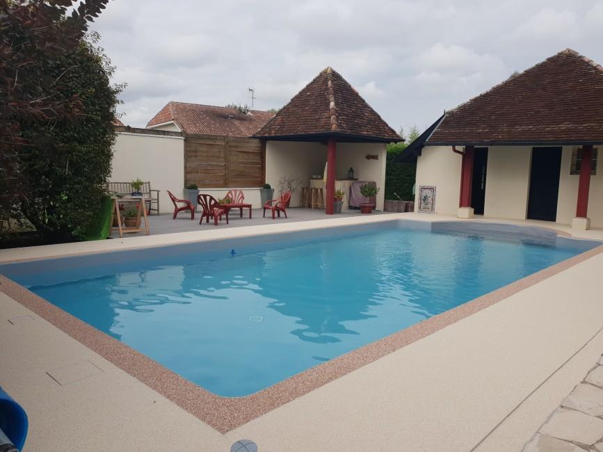 Rêvetements de sols Stonesol granulats de marbre terrasse tour de piscine allée Fleurance Pierre Del Sol Jean-Marie