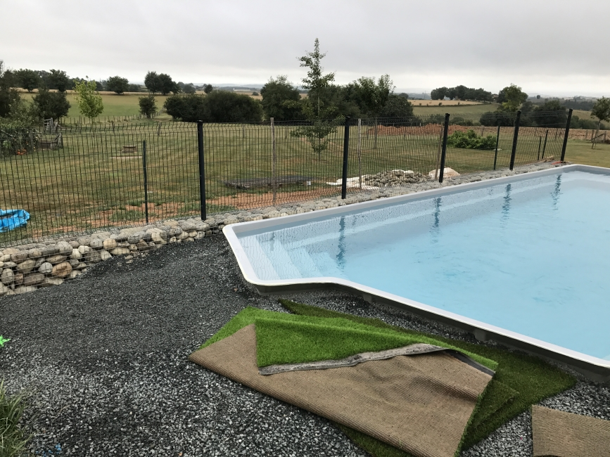 France piscine composite avis perfect terrasse bois for Pisciniste nantes